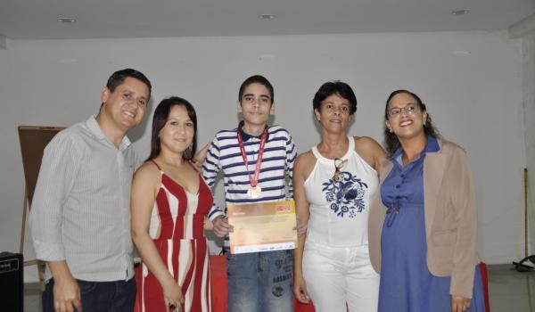 Aluno da rede municipal recebe medalha da OBMEP 2019