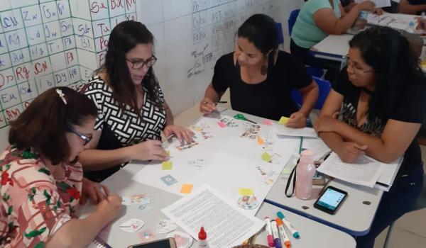 Escola Margarida Souza realiza formação com foco em Pedagogia