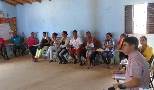 Comunidade de São Lourenço: O Secretário de Educação do Município de Seabra, Enoque Francisco de Jesus reúne com pais e alunos do ensino médio da Rede Estadual