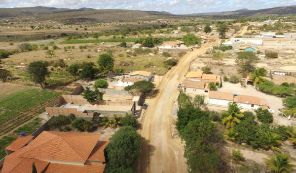 Inicia os serviços de terraplanagem na estrada do Bebedouro