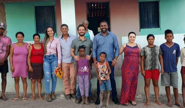 O prefeito Fábio Miranda visita povoado de Cana Brava