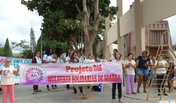 O Projeto Mulheres Solidarias em parceria com a Secretaria de Ação Social promovem passeata em Seabra