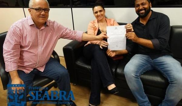 PREFEITO DE SEABRA RECEBE DO GOVERNO DO ESTADO DECRETO DE DESAPROPRIAÇÃO DO HOSPITAL FREI JUSTO