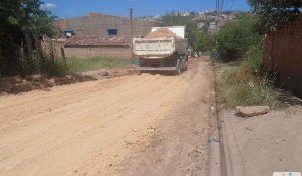Prefeitura continua realizando melhoramento nas ruas de Seabra